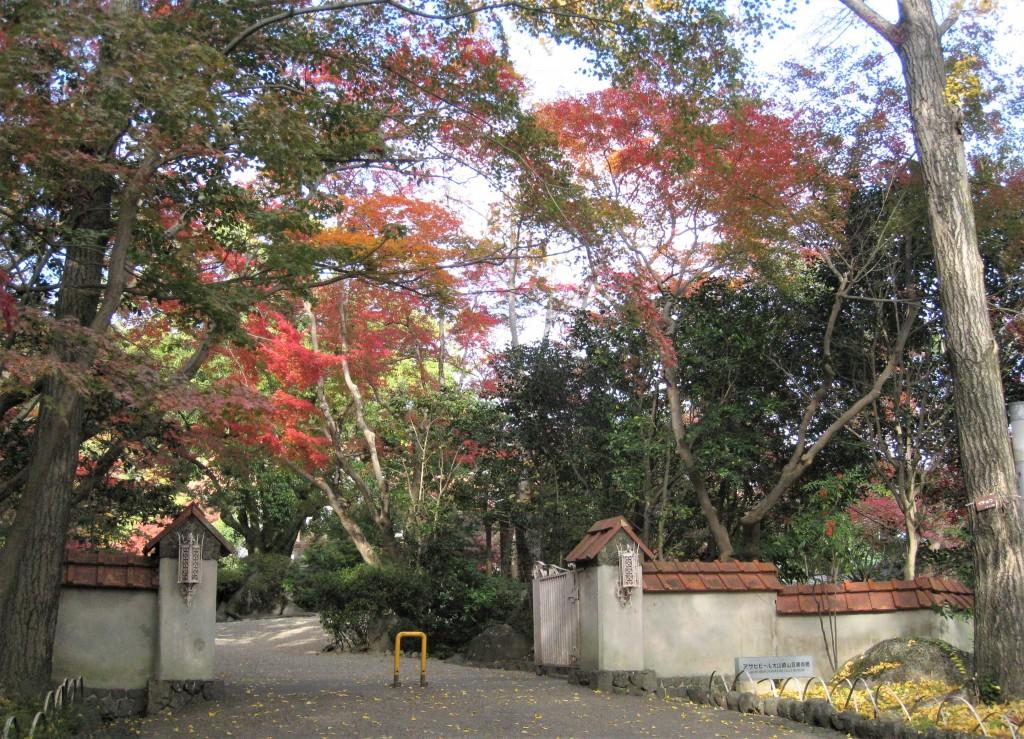 美術館の門